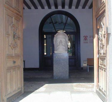 Entrada principal archivo y biblioteca